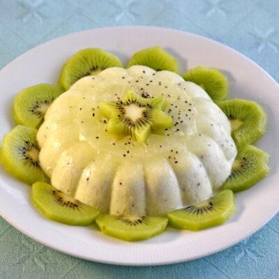 Un bavarese allo yogurt con polpa di kiwi