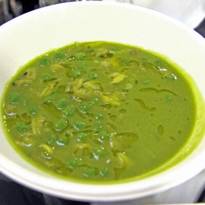La zuppa di Niko Romito con piselli e vongole